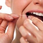 Pulizia denti: uso del filo interdentale